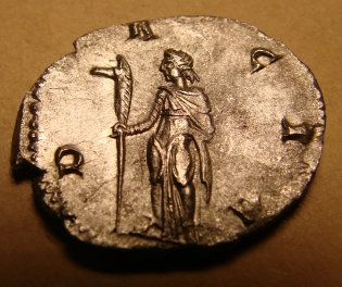 Dacia_with_draco_on_antoninianus_of_Trajan_Decius,_AD_251