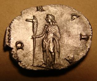 Dacia_with_draco_on_antoninianus_of_Trajan_Decius,_AD_251