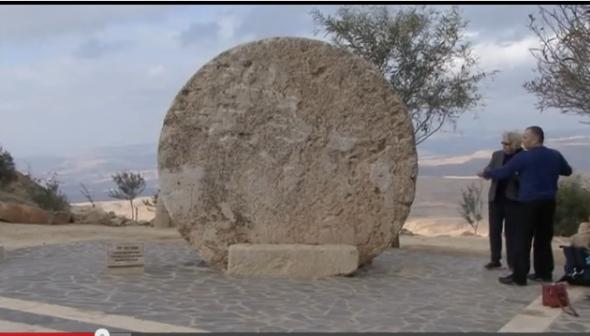 piatra cea mare cu care a fost inchis mormantul lui Iisus
